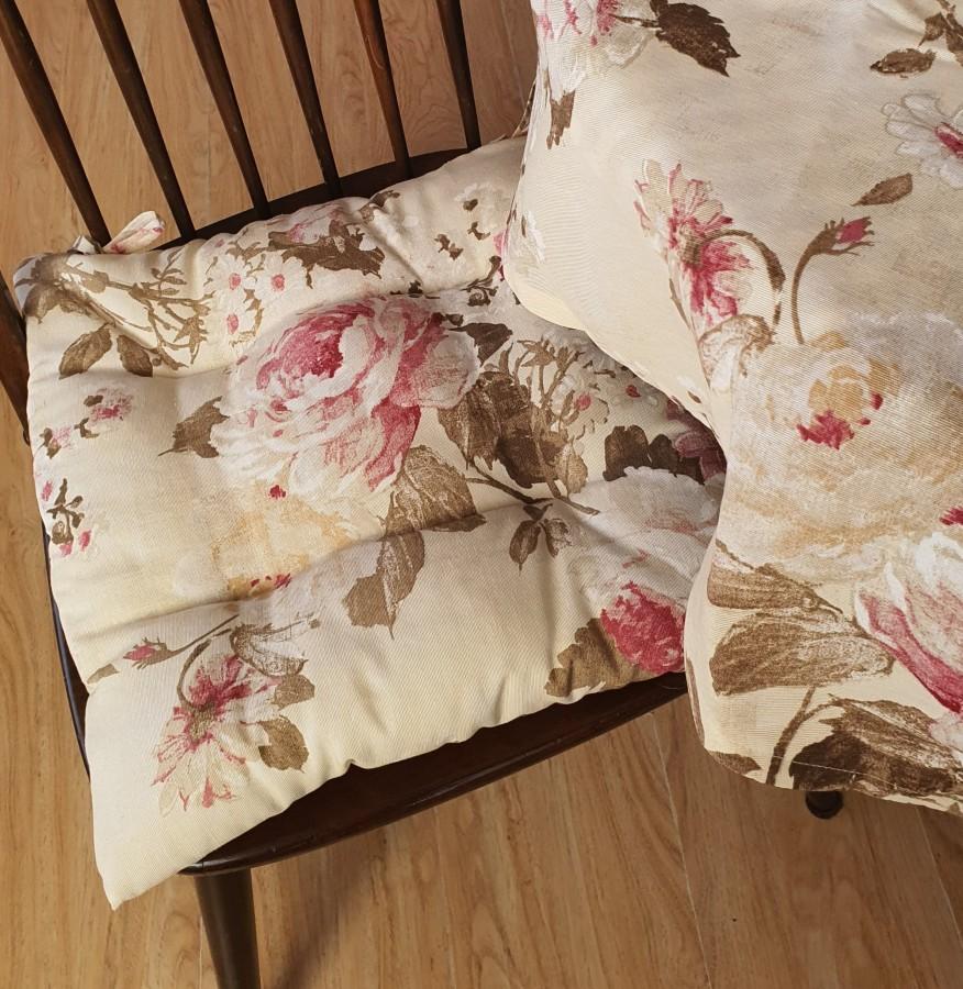 """Kedės pagalvėlė """"Rožės  bordo"""""""""""
