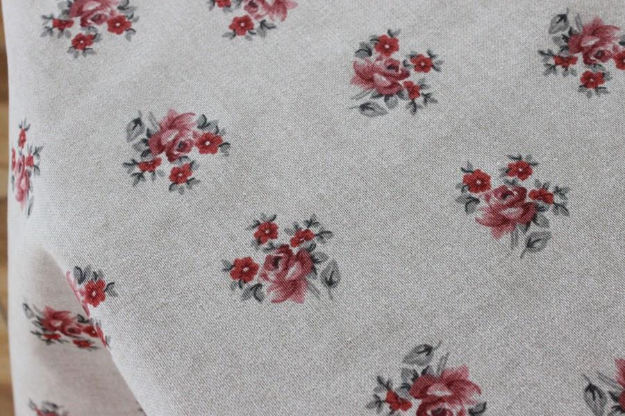 Staltiesė natūralios spalvos su smulkiomis rožytėmis