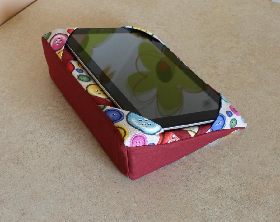 """Universalus planšetės,telefono , elektroninio skaitytuvo laikiklis """"Sagutės"""""""