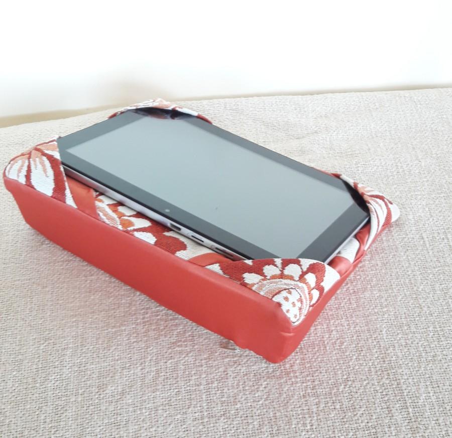 """Universalus planšetės,telefono , elektroninio skaitytuvo laikiklis """"Gėlytės"""""""